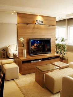 Decoração de sala pequena com painel de tv