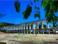 O Aqueduto da Carioca, popularmente conhecido como os Arcos da Lapa, localiza-se na região da Lapa, no Centro da cidade do Rio de Janeiro, no Brasil. É hoje um dos cartões postais da cidade, símbolo mais representativo do Rio Antigo preservado na região boêmia da Lapa. Foto: @oeliasoares
