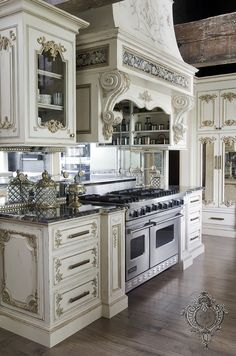 Unique kitchen closet designs are all here, from standard, easy, contemporary, minimal to luxurious even though they are all suitable for working together with your dream kitchen Country Kitchen Designs, French Country Kitchens, French Country Decorating, Rustic Kitchen, Kitchen Country, French Chateau Decor, Elegant Kitchens, Luxury Kitchens, Beautiful Kitchens