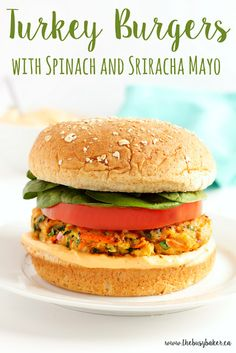 Grilled Turkey Burgers with Spinach and Sriracha Mayo are packed with vegetables and bursting with flavour! This is the perfect healthy turkey burger recipe for all your summer barbecues! Healthy Grilling, Healthy Cooking, Healthy Eating, Healthy Recipes, Top Recipes, Skinny Recipes, Meat Recipes, Summer Recipes, Fall Recipes