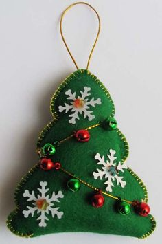 Felt christmas tree with bells Felt Christmas Decorations, Christmas Ornaments To Make, Christmas Sewing, Christmas Projects, Felt Crafts, Handmade Christmas, Holiday Crafts, Christmas Crafts, Christmas Trees
