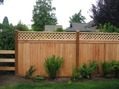 privacy fence with lattice top-