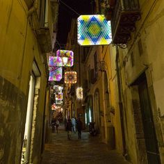 Buona domenica! #lucidartistasalerno http://ift.tt/1MUFMgo #lucidartista #lucidartistasalerno #lucisalerno #love #natale #christmaslights #lucidinatale #streetphotography #christmasdecor #luminarias #streetart #salernocity #salerno #light #travelgram #trip #tourist  #urbanart #lights #instachristmas #instalights #salernolights #salernobynight #christmastime #streetlight #travel #beautiful #instalove #fashion #babbonatale