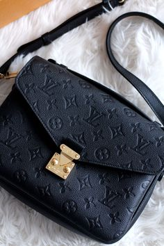 bcce9f7fa3ab Louis Vuitton handbag Purses And Handbags