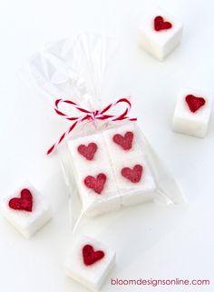 Valentine sugar cubes valentinesday / valentijnsdag suikerklontjes gepind door www.hierishetfeest.com