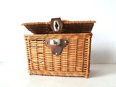 Vintage Wicker Picnic Basket Lunch Box.
