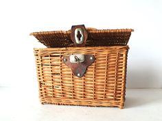 Vintage Wicker Picnic Basket Lunch Box.