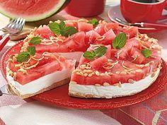 Lecker - Torte mit Joghurt & Wassermelone #torte #wassermelone http://www.bildderfrau.de/kochen-backen/album917644/die-30-besten-joghurtkuchen-0.html