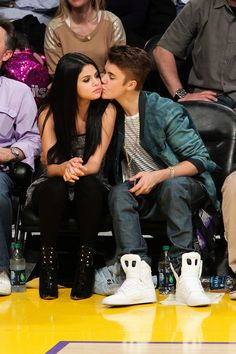 Selena Gomez and Justin Bieber aren't actually back together? We're so confused that Selena says she's single (even though she was spotted kissing Justin).