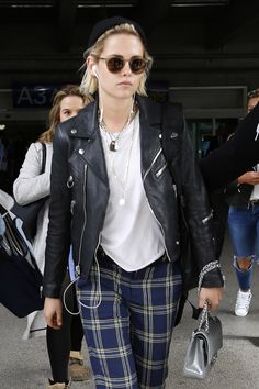 May 9 - Kristen Stewart - arrives Nice Airport in... - Kristen Unlimited