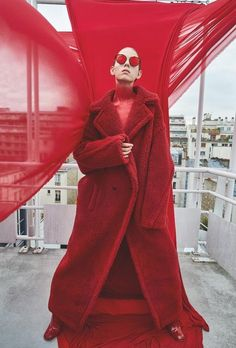 Total Red / L'Officiel Russia 2017