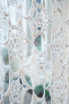 Dopo i bijoux e i granny eccoci a parlare di un argomento altrettanto ricercato nel mondo crochet... oggi giorno sembra quasi impossibile pe...