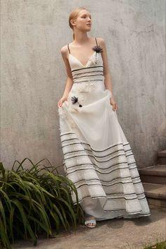 Sfilata Carolina Herrera New York - Pre-collezioni Primavera Estate 2018 - Vogue