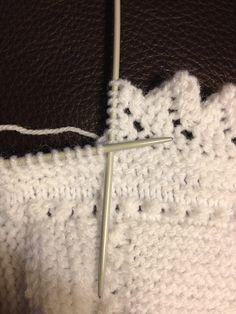 Kootud äärepitsi video õpetus tutorial en video y con gráficos para hacer puntillas a dos agujas, knit edgings Baby Knitting Patterns, Lace Patterns, Knitting For Kids, Lace Knitting, Knitting Stitches, Crochet Patterns, Chunky Crochet, Diy Crochet, Diy Crafts Knitting