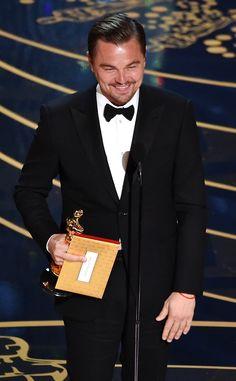 SO happy for him. He deserves it. leonardo dicaprio oscar winner | Leonardo DiCaprio ganha o prêmio de melhor ator no Oscar 2016 | E ...