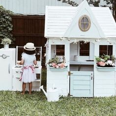 It's a barefoot backyard dinner kind of night ✨ Thanks for sharing this adorable moment, Playhouse Decor, Girls Playhouse, Backyard Playhouse, Build A Playhouse, Playhouse Ideas, Wooden Playhouse, H & M Home, Diy Home, Home Decor
