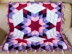 Renkli motiflerden yapılmış örgü battaniye