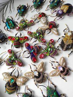 Insect Jewelry, Jewelry Art, Jewlery, Brooches Handmade, Handmade Jewelry, Beading Supplies, Beading Ideas, Bug Art, Vintage Jewelry Crafts
