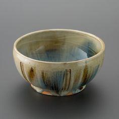 白釉二彩刻文深鉢 Bowl with engraved, two colors under the white glaze 2013 Serving Bowls, Glaze, Decorative Bowls, Colors, Tableware, Home Decor, Enamel, Dinnerware, Dishes