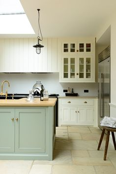 deVOL Bespoke Classic English Kitchens are designed and built in England, inspired by Georgian and Country Kitchen designs. Classic Kitchen are fully bespoke kitchens of the finest quality. Green Kitchen Cabinets, Kitchen Backsplash, Kitchen Counters, Kitchen Larder, Island Kitchen, Kitchen Cabinetry, Kitchen Shelves, Classic Kitchen, Devol Kitchens