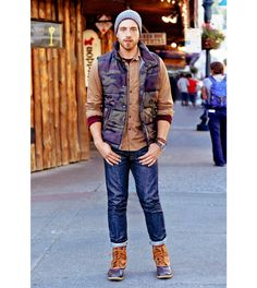 Looks to live in: Military at ease American Eagle Men, Mens Fall, Puffer Vest, Mens Outfitters, Slim Jeans, Mens Fashion, Style Fashion, Lounge Wear, Military Jacket