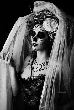 perfect pose for a day of the dead wedding