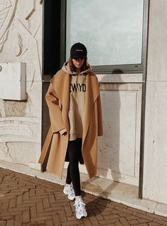 Apr 2020 - Shop the Curated Camel Wool Coat , H&M Menswear Hoodie , Arket Jersey Leggings, New Balance MR 530 Trainers , Sporty & Rich Logo Cap Winter Mode Outfits, Winter Fashion Outfits, Look Fashion, Fall Outfits, Sporty Fashion, Rock Outfits, Fashion Weeks, Fashion Boots, Fashion Dresses