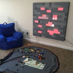 This DIY hanging wall art takes the pixelated fun of Minecraft off of your computer and displays it in your living room. Minecraft Bedroom Decor, Minecraft Wall, Minecraft Blocks, Minecraft Crafts, Minecraft Party, Minecraft Redstone, Festa Hot Wheels, Block Wall, Diy Hanging