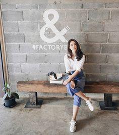 Thailand Fashion, Korea Fashion, Home Studio Photography, Girl Photography Poses, Coffee Date Outfits, Modest Fashion, Fashion Outfits, Korean Fashion Ulzzang, Insta Photo Ideas