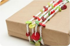 Button garland tutorial. Can't wait to wrap my Christmas presents using this!