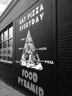 Foto des Tages: Essen Sie jeden Tag Pizza The Effective Pictures We Offer You About Restaurant building A quality picture can tell you many things. You can find the most beautiful pictures that can be Pizza Branding, Pizza Logo, Restaurant Branding, Restaurant Poster, Pizzeria Design, Deco Pizzeria, Pizza Restaurant, Photo Restaurant, Chinese Restaurant