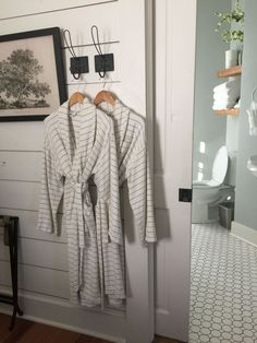 What to Know Before Staying at Magnolia House Bed and Breakfast - Booking Magnolia House 2018 Magnolia Farms, Magnolia Homes, Magnolia Table, Magnolia Market, Country Farmhouse Decor, Farmhouse Style Kitchen, Craftsman Kitchen, Farmhouse Kitchens, Farmhouse Bed