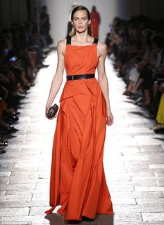 Italian designer Bottega Veneta is among those to have sent terracotta down the runway Big Fashion, Fashion 2017, Milan Fashion, Stunning Dresses, Beautiful Gowns, Gowns Of Elegance, Elegant Gowns, How To Look Rich, Jenny Packham