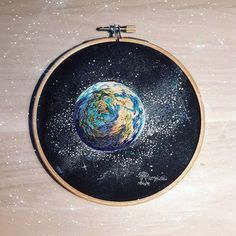 I really like this! Hand Embroidery Stitches, Modern Embroidery, Embroidery Hoop Art, Embroidery Techniques, Cross Stitch Embroidery, Thread Art, Thread Painting, Bordado Floral, Cross Stitching