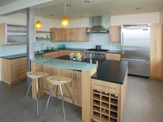 Photo of White Contemporary Kitchen project in Tacoma, WA by Signature Design & Cabinetry