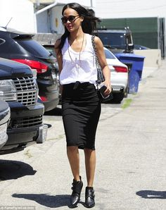 Zoe Saldana kept her outfit low-key in a plain, figure-hugging black pencil skirt and a simple white vest