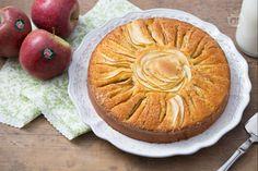 La torta di mele a raggi è un dolce classico ideale per una golosa merenda, con fettine di mela disposte a raggi e un morbido impasto alla vaniglia.