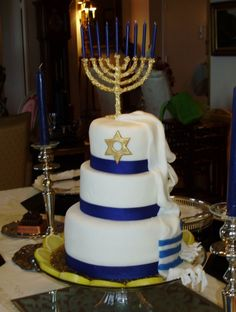 Chanukah This cake was inspired by yeastconfection who is a memeber of Cake Central.I made this cake for a friends Chanukah party. Hanukkah Food, Hanukkah Decorations, Christmas Hanukkah, Hannukah, Happy Hanukkah, Hanukkah 2017, Hanukkah Celebration, Jewish Celebrations, Christmas Treats