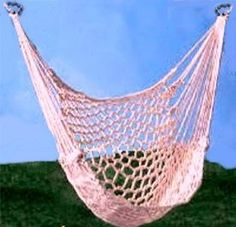 Macrame chair swing pattern- Ive wanted a hammock for so long, but theyre expensive where I live. - Diy Crafts for The Home Paracord Projects, Macrame Projects, Crochet Projects, Hammock Swing Chair, Diy Hammock, Hammocks, Swing Chairs, Hanging Hammock, Hanging Chairs