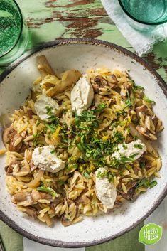 Recept voor vegetarische orzo met gebakken sjalotjes en frisse citroenricotta / kaas / veggie / vers / pecorino #hellofresh #maaltijdbox #recept #recepten #avondmaal #lekker #tasty #best #recipe #orzo #veggie #vegetarisch #pecorino #ricotta English Food, Quick Meals, Healthy Cooking, Tofu, Risotto, Vegetarian Recipes, Good Food, Veggies, High Pictures