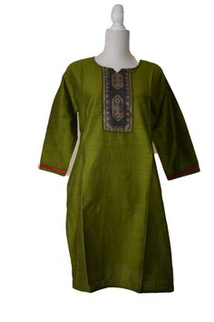 Pure Raw Silk Kurti Tunic in Dark Leaf Green color, perfect to wear this to a Social or Formal Gatherings, Wedding events and other Auspicious events. Pair it with a Flowy Silk or Cotton Skirt, gold plated jewelry or glass bead earrings to complete the formal look or a jeans for your casual events. Design Excellence: This Silk Tunic has a printed geometrical pattern which adds a beautiful and charming fun look to the Kurti Tunic. This Silk Kurti has a very rich and luxurious feel and look. A sil Silk Kurti, Silk Tunic, Formal Looks, Flowy Skirt, Cotton Skirt, Bead Earrings, Green Colors, Wedding Events, Shirt Dress