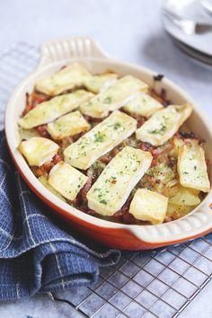 Tartiflette, Franse aardappelschotel - Lekker en Simpel Love Food, A Food, Food And Drink, Oven Dishes, How To Cook Potatoes, Yummy Food, Tasty, Food Decoration, Happy Foods