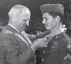 President Truman presenting the Medal of Honor to army medic Desmond Doss at the White House, Washington DC, 12 October 1945 Desmond Doss, Army Medic, Church News, History Online, United States Army, Military History, Military Art, World War Two, American History