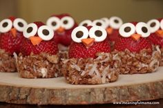 Owl Strawberries with Philadelphia Cream Cheese My daughter's owl birthday is this weekend. I have been working to come up with owl themed food ideas. Cute Snacks, Party Snacks, Cute Food, Good Food, Yummy Food, Kid Snacks, Bird Cage Cake, Cream Cheese Spreads, Cream Cheeses