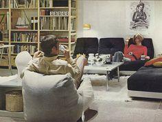 A garázsban található tárolópolc behozása a nappaliba, ez volt az IVAR sikere. Íme, egy oldal az 1971-es IKEA katalógusból.