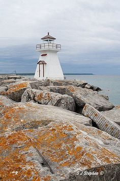 ˚Lion's Head Light, Bruce Peninsula - Ontario