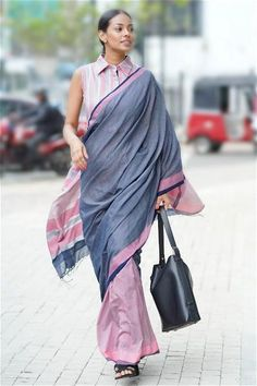 The light weight soft cotton saree has an easy wear soft drape. The contrast in the Navy Blue and the powder pink with the grey hues adds a strong vibe to the drape. Kurti Designs Party Wear, Kurta Designs, Blouse Designs, Indian Sarees, Silk Sarees, Handloom Saree, Saris, Lehenga Saree Design, Formal Saree