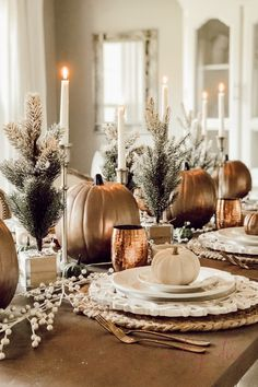 Rustic Christmas Mantel & Cozy Christmas Living Room - A Brick Home by Marly Dice Rustic Thanksgiving, Thanksgiving Table Settings, Thanksgiving Tablescapes, Thanksgiving Decorations, Table Decorations, Happy Thanksgiving, Mantel Redondo, Christmas Mantels, White Christmas