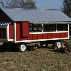 More ideas below: Easy Moveable Small Cheap Pallet chicken coop ideas Simple Lar. Weitere Ideen un Chicken Coop On Wheels, Walk In Chicken Coop, Cheap Chicken Coops, Mobile Chicken Coop, Chicken Coop Pallets, Portable Chicken Coop, Backyard Chicken Coops, Chicken Coop Plans, Building A Chicken Coop