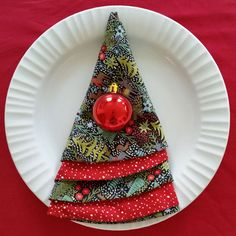 Here's a super easy and quilt tutorial for sewing up a Christmas Tree circle napkin! Great for gifts or decorating for holiday parties! StitchCraft of Boca: Christmas Tree Napkin Tutorial Christmas Tree Napkin Fold, Christmas Napkins, Christmas Sewing, Diy Christmas Tree, Christmas Fabric, Xmas Tree, Christmas Holidays, Christmas Ornaments, Christmas Stuff